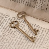 breloque grande clé vintage